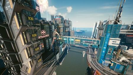 No es un pájaro, no es un avión, es V recorriendo Night City desde las alturas gracias a este mod aéreo para Cyberpunk 2077
