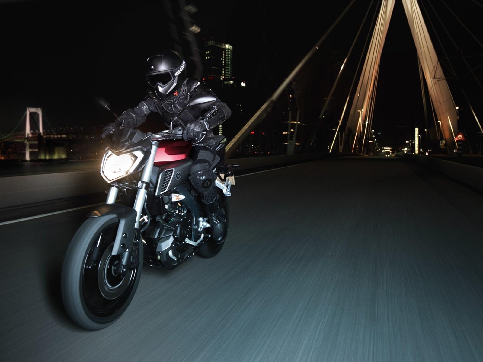 Foto de Yamaha MT-125 en acción (2/17)