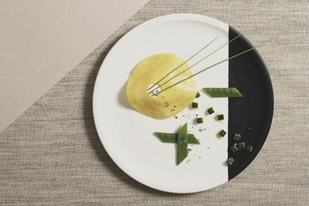 La curiosa sesión de fotografía gastronómica inspirada en Bauhaus