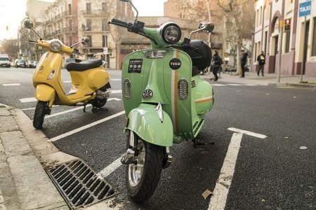 Barcelona adjudica 11.000 licencias para motos y bicicletas eléctricas compartidas entre 31 empresas