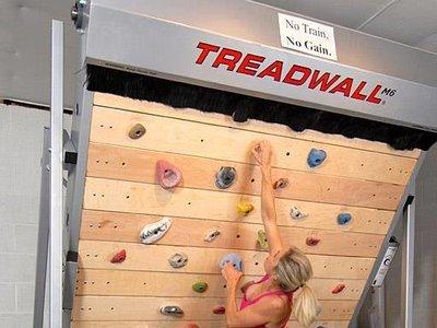 Treadwall: la combinación entre una caminadora y un muro de escalar