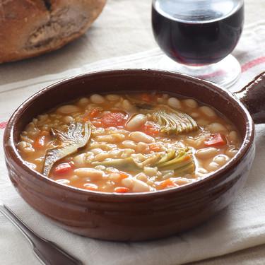 Arroz con habichuelas y alcachofas: receta reconfortante de la huerta murciana (como lo hacía mi abuela)