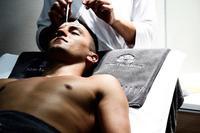Tratamiento cosmético masculino para el contorno del ojo del centro 'Slow Life House'