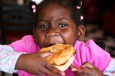 Mujeres antes de tiempo: pubertad precoz en niñas obesas