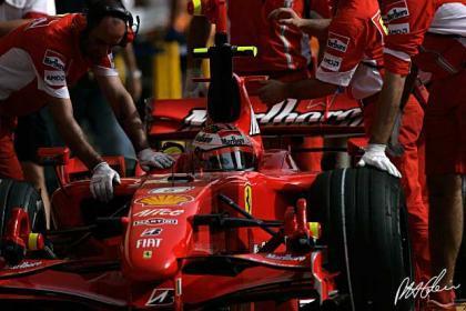 Raikkonen manda en China con Alonso pisándole los talones