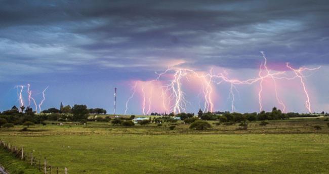Truco express: cómo tomar fotos estupendas de rayos y tormentas eléctricas nocturnas