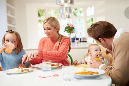¿Cómo influyen en los niños las interacciones familiares a la hora de la comida?