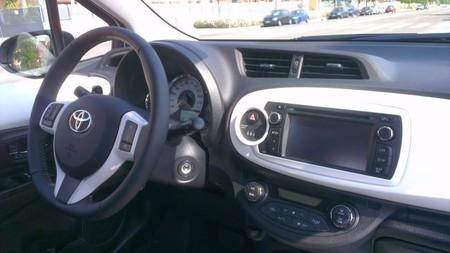 Toyota Yaris SoHo salpicadero