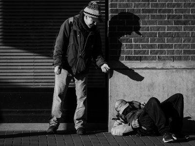 'On the street', de Ian Cole, el fotógrafo de los sin techo que antes fue uno de ellos