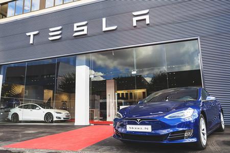 El primer Centro de Servicio Tesla de España ha abierto sus puertas, pero verás pocos coches en su interior