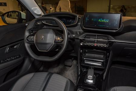 Peugeot e-208 2019 interior