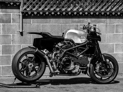 ¡Brutal! Así es la Ducati Hypermotard con 200 cv que Deus está preparando para la Pikes Peak de 2018
