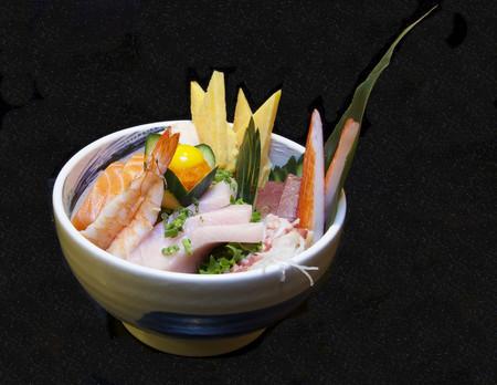 Chirasi sushi el precursor del poke