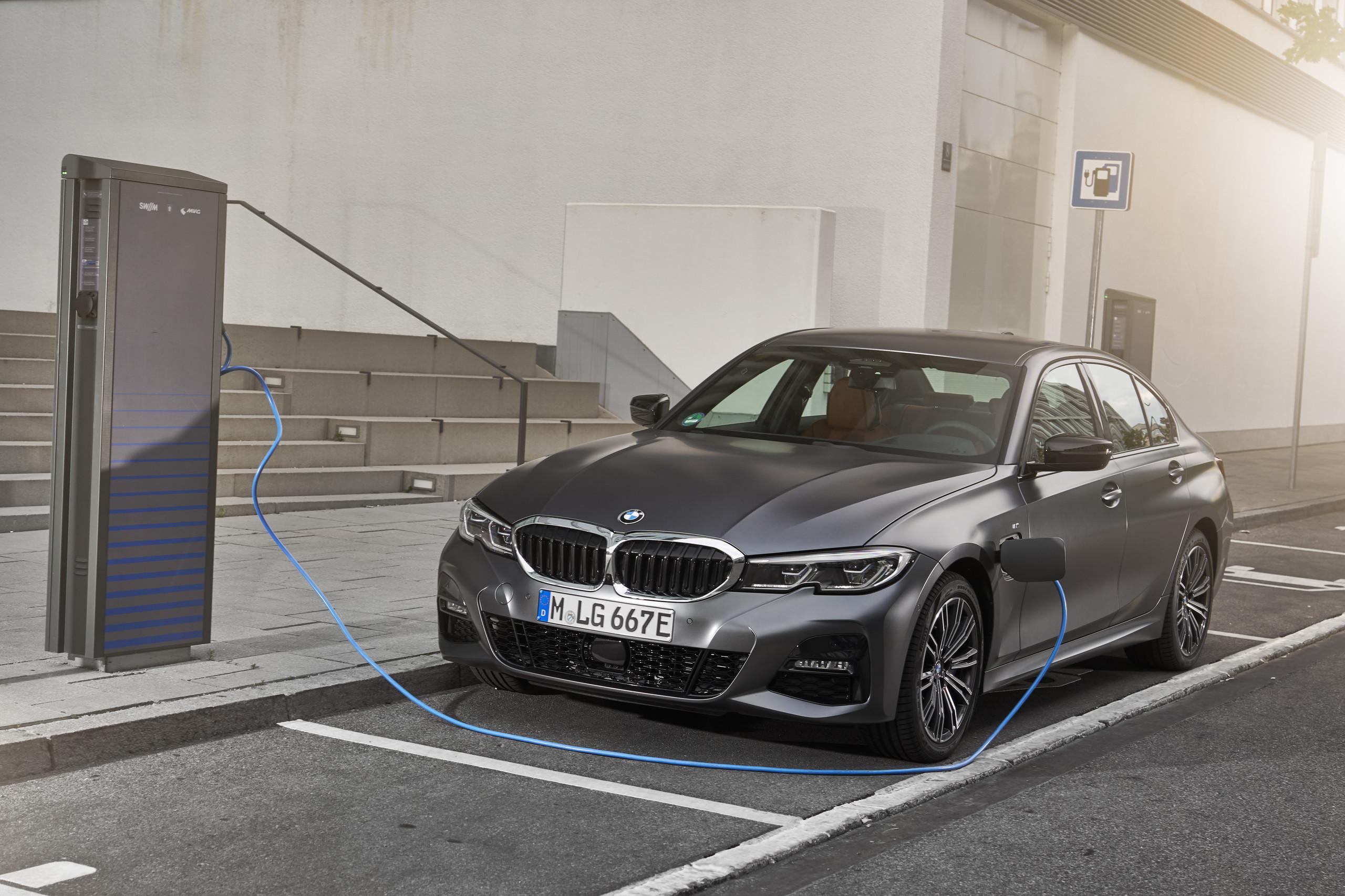 Foto de BMW 330e 2019 (7/11)