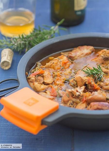 Conejo guisado con sidra y romero: receta con sabor tradicional