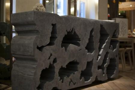 Decoración y arte se unen en la exposición 'Entre dos mundos' de Dionisio Peláez