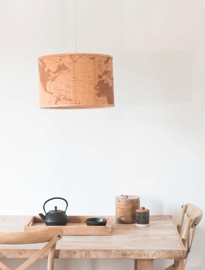 Lámpara de techo de bambú con estampado de mapamundi