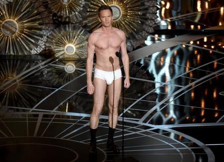 Neill Patrick Harris en calzoncillos sobre el escenario de los Oscar