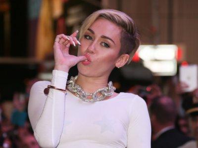 Miley se nos casa (y nosotros le sugerimos vestido de novia)