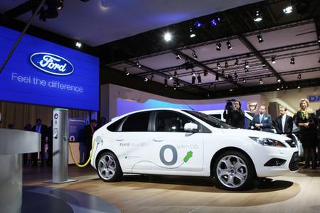 Ford presenta el Focus ECOnetic y eléctrico de 2010
