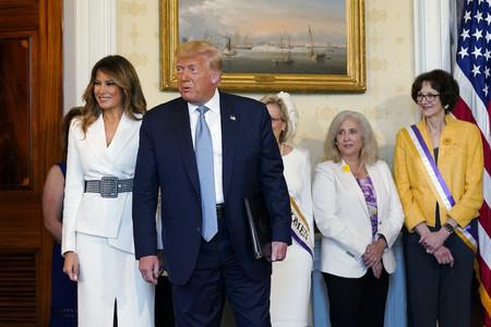 Melania Trump Blanco Cuadros Vichy 02
