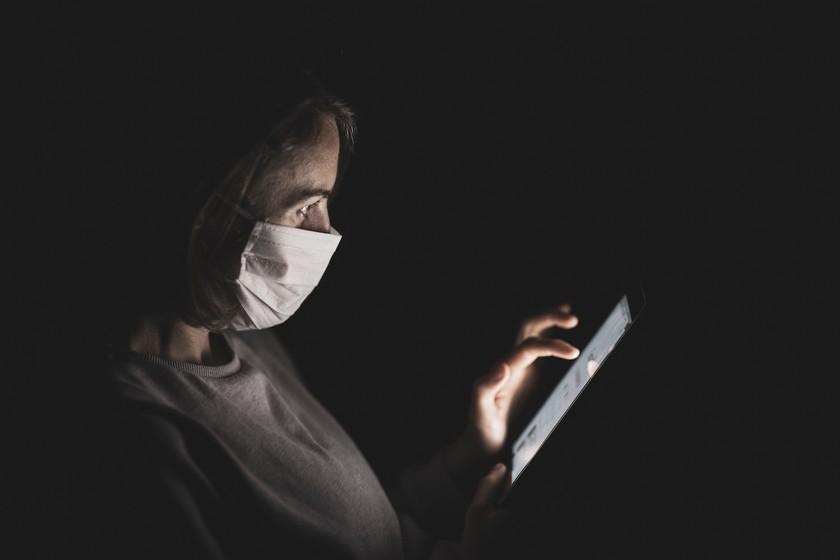 El Gobierno plantea cambios legales para frenar los bulos en internet: castigos ya contemplados y por qué genera dudas