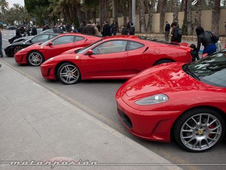 Reunión de Ferraris en Elche