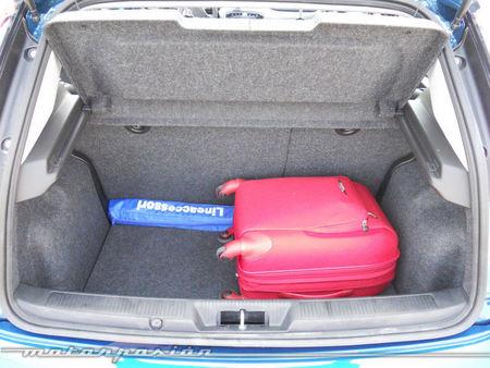 Fiat punto 1 3 multijet dualogic prueba exterior e interior for Capacidad baul fiat punto