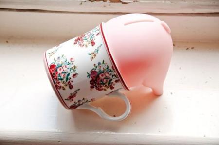 La hucha cerdito más original personalizada con objetos de tu vida cotidiana