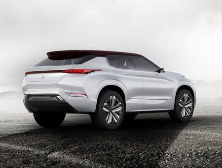 Mitsubishi Gt Phev Concept 8