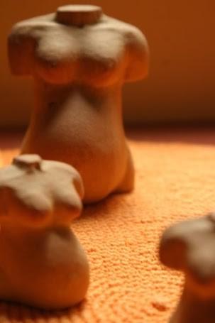 Las esculturas de embarazadas de la artista Montse Graupera