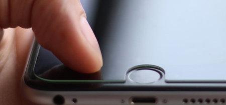Ahora puedes añadir a tu iPhone 6 y 6 Plus un botón para volver atrás con este protector de pantalla