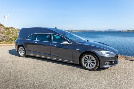 Tesla Model S Convertido En Carroza Funebre 2