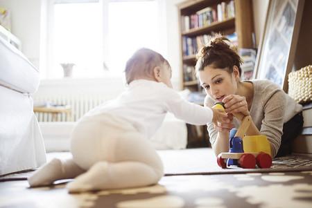 Mama Jugando Con Bebe
