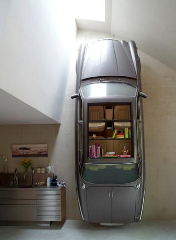Una mala idea: un Jaguar como estantería