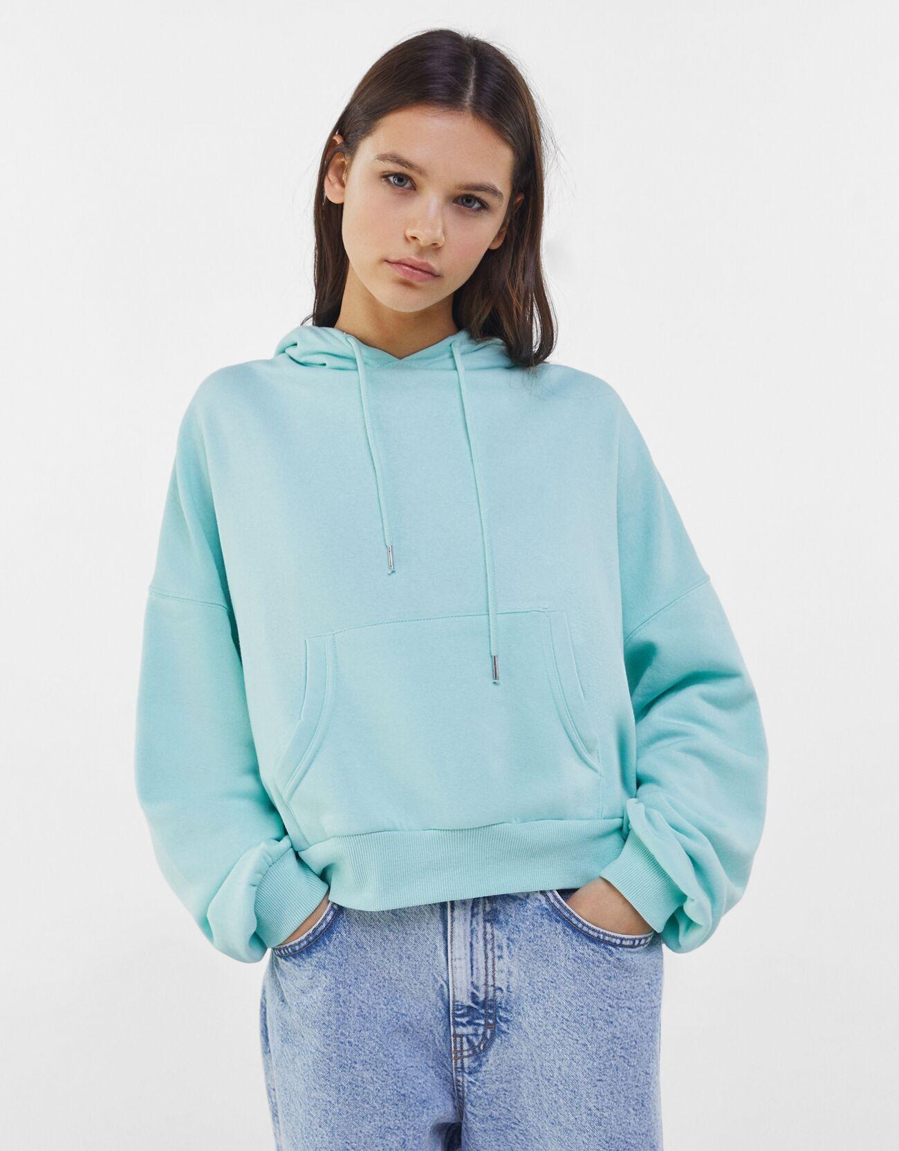 Sudadera con capucha y bolsillo azul de Bershka